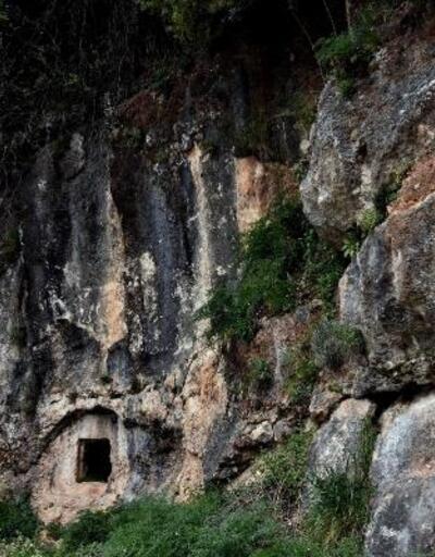 Kaya mezarlarında tarihi ayıp