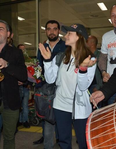 Ayşe Begüm Onbaşı Manisa'da davul zurnayla karşılandı