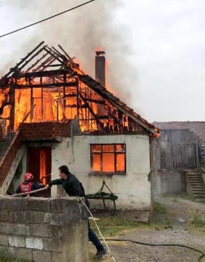 Yaşlı çiftin yaşadığı ev yandı