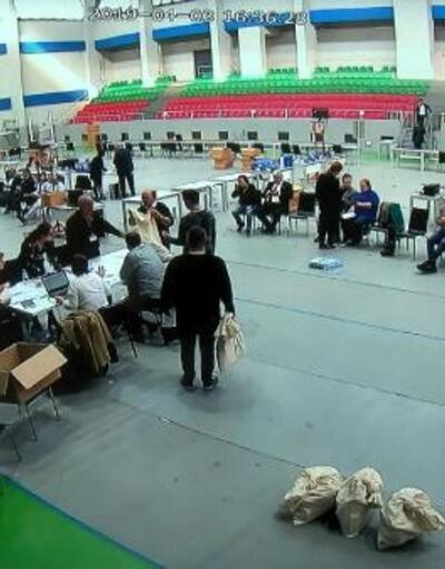İtiraz edilen ilçelerde geçersiz oyların sayımı yapılıyor
