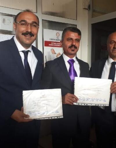 Çukurca Belediye Başkanı Dündar, mazbatasını aldı