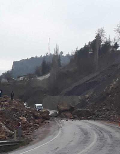 Saimbeyli- Kozan yolu heyelan nedeniyle kapandı