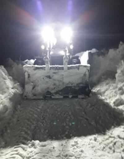 Başkale'de çığın kapattığı mahalle yolları ulaşıma açıldı