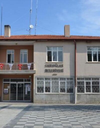 Yeni seçilen MHP'li Başkan, makam odasının kapısını söktürdü