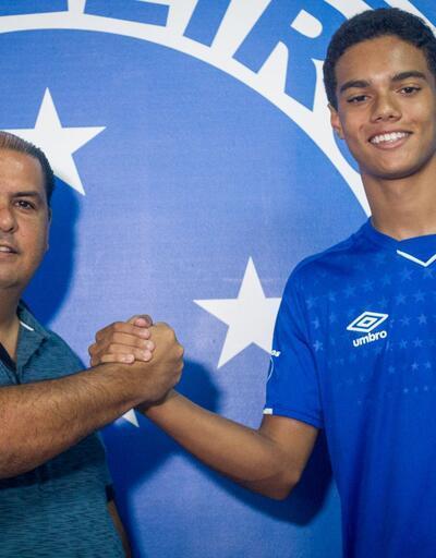 Ronaldinho'nun oğlundan 5 yılık imza