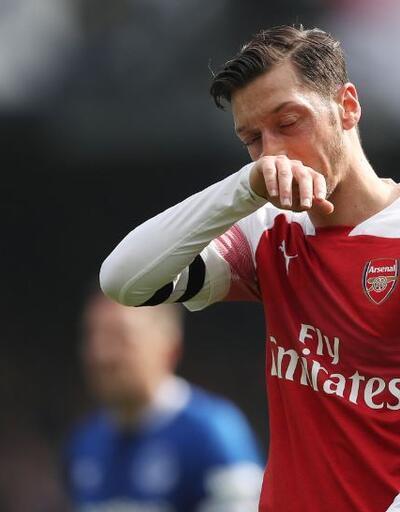 Mesut Özil Everton menajerine montunu fırlattı