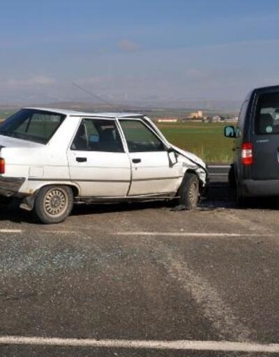 Kayseri'de otomobil hafif ticari araçla çarpıştı: 3 yaralı