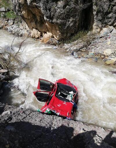 Otomobil dereye düştü, uzman çavuş hayatını kaybetti