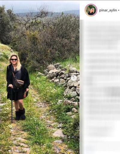 Pınar Aylin bastonla geziyor