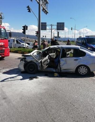 Ambulansla otomobil çarpıştı: 1'i bebek 9 yaralı