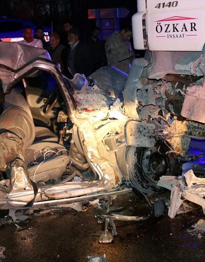 Beton mikseri ile otomobil çarpıştı: 4 yaralı