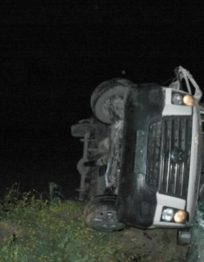 Yolcu minibüsü, şarampole yuvarlandı: 1 ölü, 13 yaralı