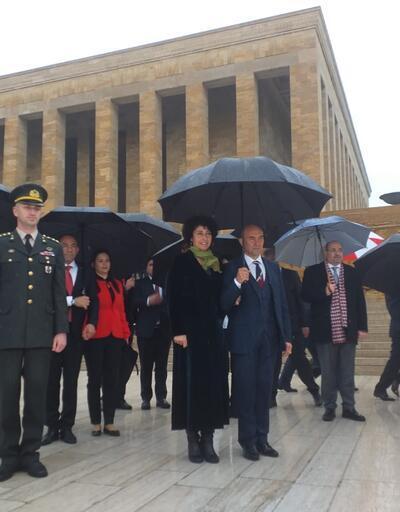 İzmir Büyükşehir Belediye Başkanı Tunç Soyer'den Anıtkabir ziyareti