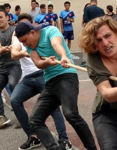 Bozyazı'da halat çekme yarışması