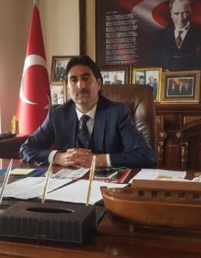 AK Parti'li başkan, borç listesini belediye binasına astırdı