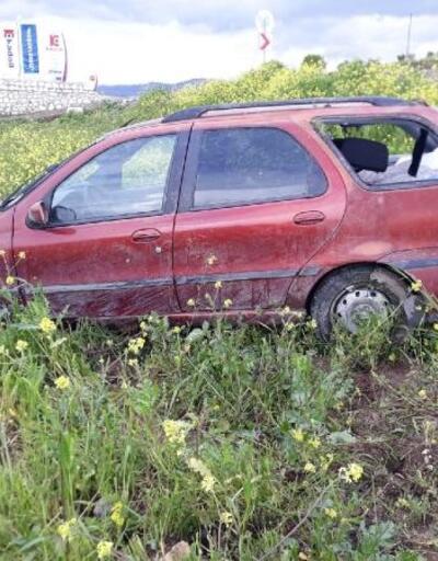 Otomobil şarampole yuvarlandı, anne-baba yaralandı, bebekleri öldü