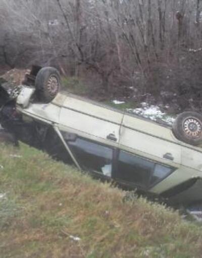 Otomobil taklalar atarak dereye uçtu