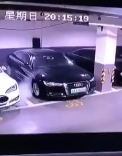 Park halindeki bir Tesla aracı yandı