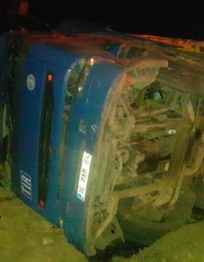 Şarampole devrilen TIR'ın sürücüsü yaralandı