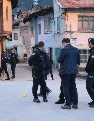 Top oynayan gençlere ateş açıldı: 2 yaralı