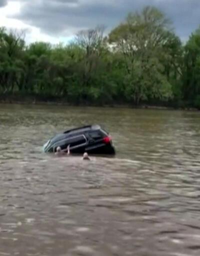 Mucizevi kurtarma: Kadını suya batan araçtan çıkardılar