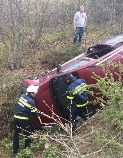 Devrilen otomobilin sürücüsü yaralandı