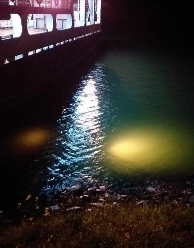 İskeleye yanaştığını zannettiği feribottan otomobiliyle suya düştü