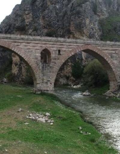 7 asırlık mescitli Kurt Köprü'nün turizme kazandırılması isteniyor