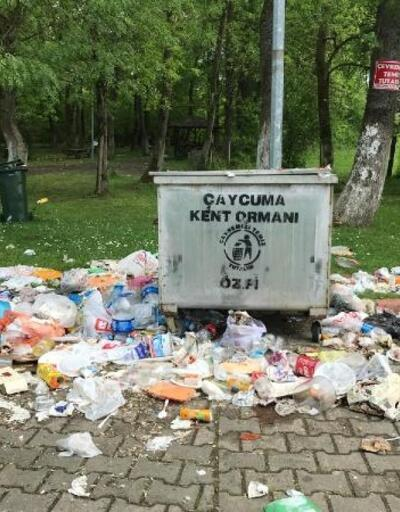 Kent ormanındaki çöpler tepki çekiyor