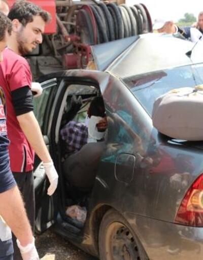 Otomobil, arazöze çarptı; baba ve oğlu öldü