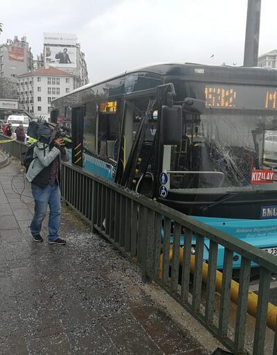Özel halk otobüsü, bariyerlere çarptı: 10 yaralı