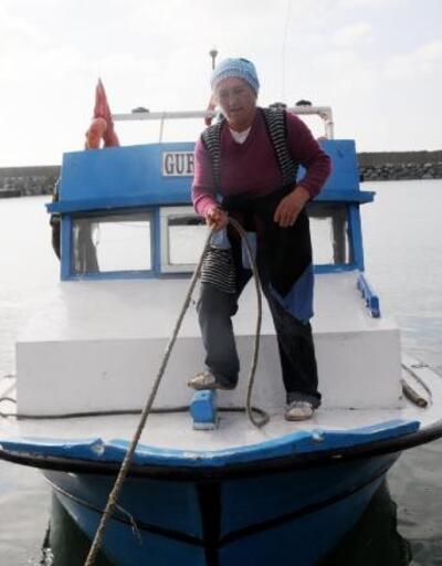 Balıkçılıkla 4 çocuğunu okutan annenin çalışma azmi