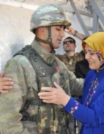 Sınırda nöbet tutan askere 'Anneler Günü' sürprizi