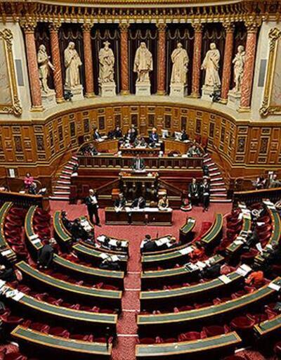 Fransa Senatosu'ndan okul gezilerinde başörtü yasağına onay