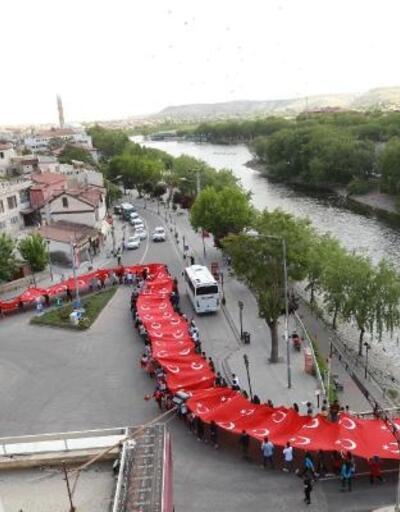 Avanos'taki kortej yürüyüşünde 150 metrelik Türk bayrağı taşındı