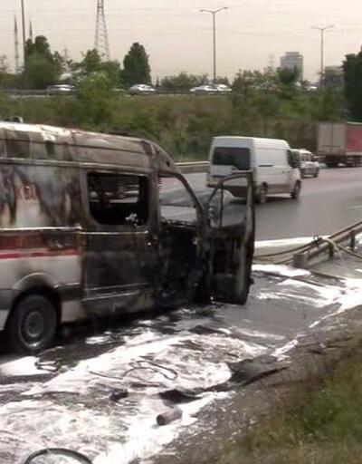 İstanbul'da seyir halindeki ambulans alev aldı: Bölgede trafik yoğunluğu oluştu