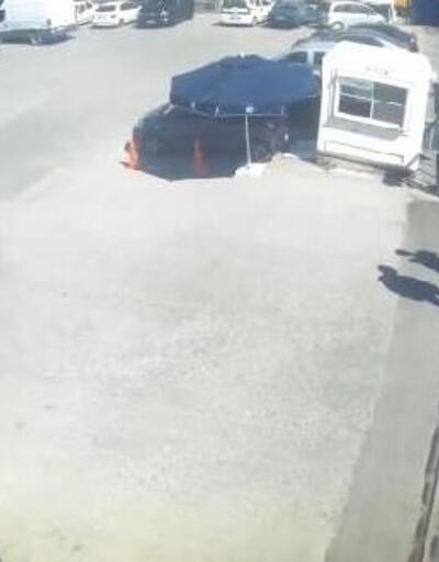 Polis şüphelinin aracına camdan atladı; nefes kesen operasyon kamerada
