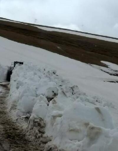 Gümüşhane'de kardan kapalı yayla yolları açılıyor