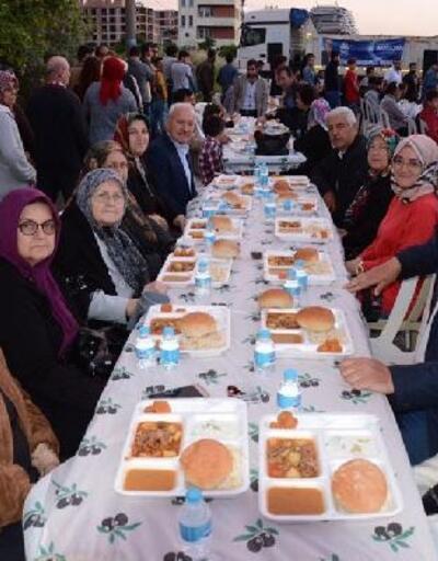 Lapseki Belediyesi'nin sokak iftarları devam ediyor