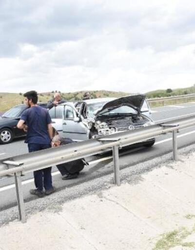 Kırıkkale'de otomobil ile yolcu minibüsü çarpıştı: 8 yaralı