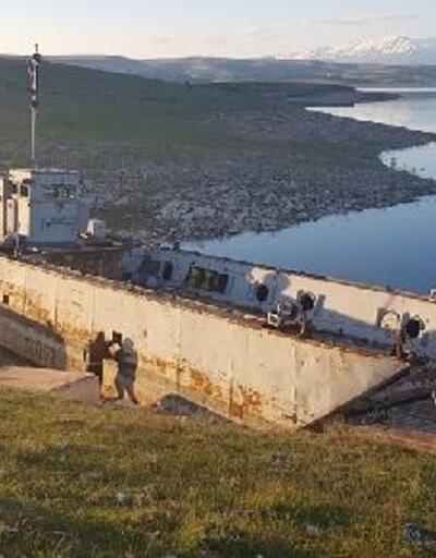 Atıl durumdaki donanma gemisi onarılıyor