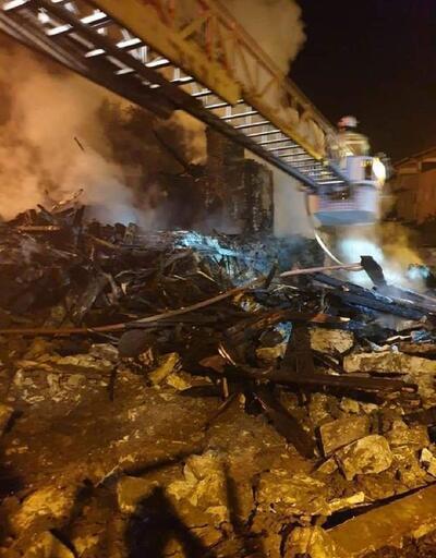 Harmancık'ta 2 katlı ev, tamamen yandı
