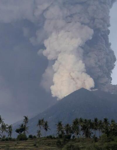 Endonezya'da Agung Yanardağı'nda patlama