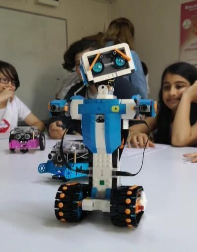 Çocuklar hem kodluyor hem tasarlıyor