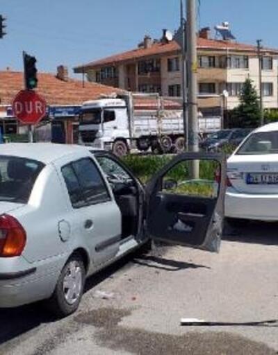 Yeniçağa'da 2 otomobil çarpıştı: 4 yaralı