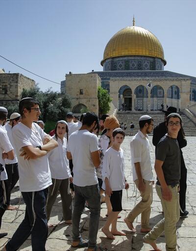 İsrail polisi Mescid-i Aksa'da cemaate müdahale etti