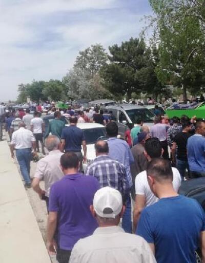 Kazada hayatını kaybeden 3 kişi gözyaşlarıyla toprağa verildi