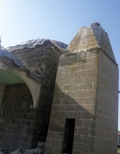 Kars'ta köy camisine yıldırım düştü