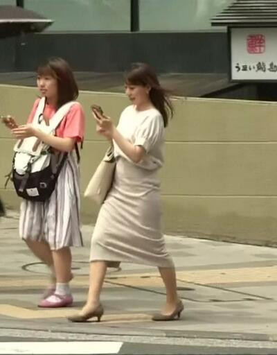 """Japonya'da """"topuklu"""" polemiği"""