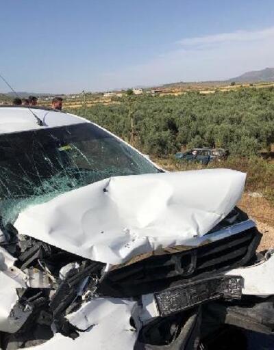 Hassa'da hafif ticari araç ileotomobil çarpıştı: 13 yaralı